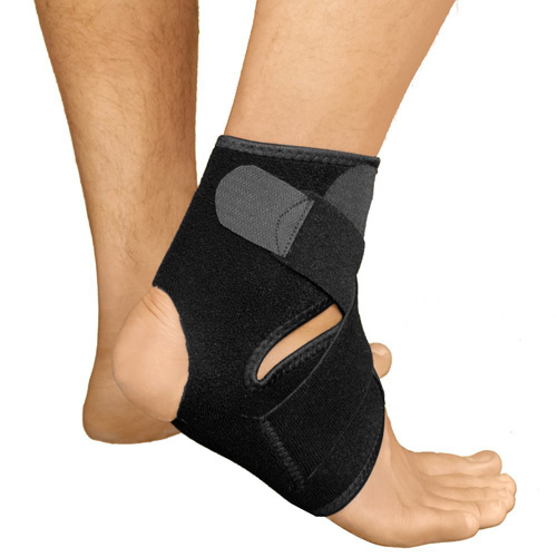 #2.Bracoo Breathable Neoprene Ankle Support, One Size, Black